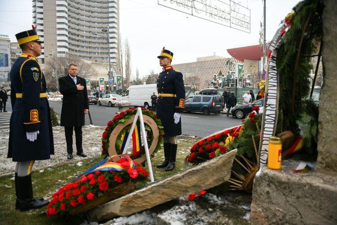 Iohannis: Onorăm memoria victimelor Revoluţiei doar opunându-ne ferm atacurilor împotriva Justiţiei şi a instituţiilor democratice