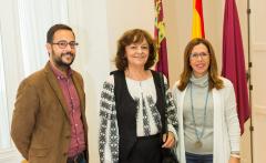 La alcaldesa de Cartagena recibe a la poeta Ana Blandiana antes de su participación en Deslinde