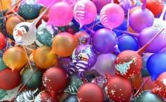 La fabrica lui Moș Crăciun de la Curtea de Argeș sunt produse, anual, milioane de globuri pictate manual