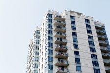 Legea prin care medicii specialişti şi profesorii pot obţine locuinţe ANL şi după 35 de ani, promulgată