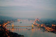 """""""Legea sclaviei"""" promulgată în Ungaria de către președintele Janos Ader"""