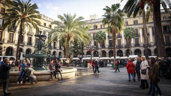 MAE recomandă turiştilor români aflaţi în Spania, Franţa, Germania revenirea de urgenţă în ţară