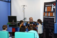 Magia ajunge la Spitalul Universitar din Torrejón prin intermediul Fundației Abracadabra