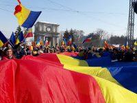 'Marea Adunare Centenară' din centrul Chişinăului, încheiată cu adoptarea unei rezoluţii în favoarea unirii cu România