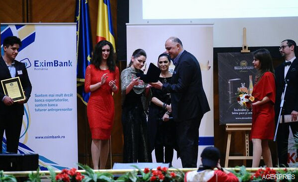 marele-premiu-pentru-o-studenta-din-spania-liga-studentilor-romani-din-strainatate-a-premiat-excelenta-in-educatie-la-palatul-parlamentului
