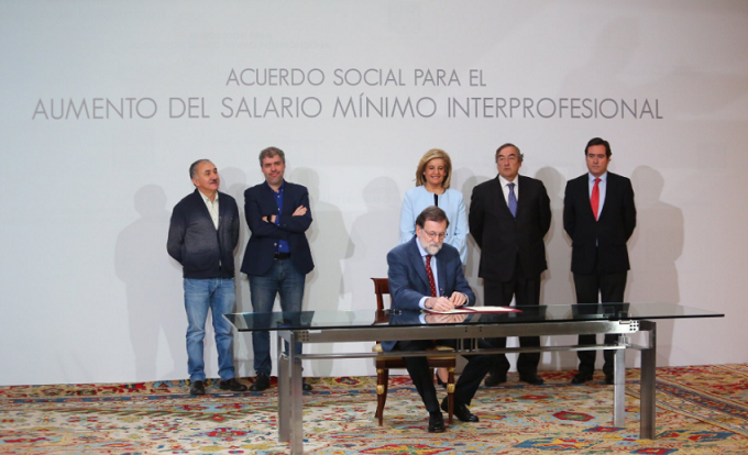 Mariano Rajoy ha firmado el acuerdo que situará el Salario Mínimo Interprofesional (SMI) en 850 euros en 2020