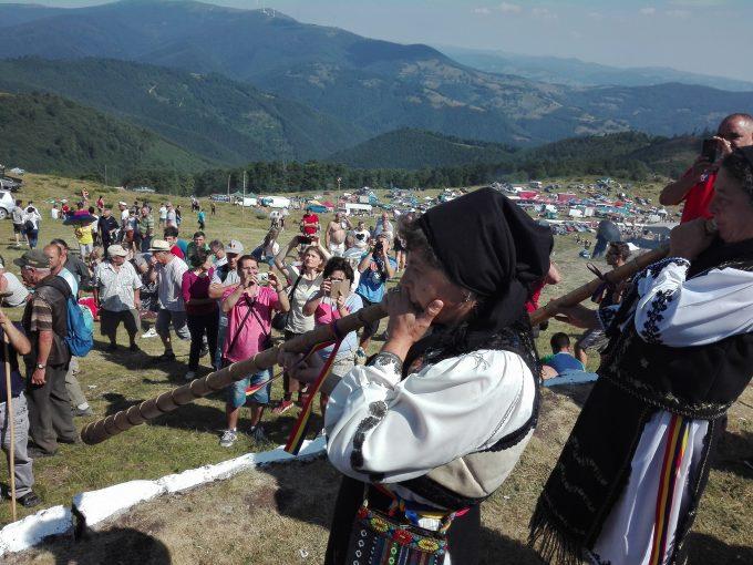 """Mii de oameni, aşteptaţi la """"Târgul de Fete"""" de pe Muntele Găina"""