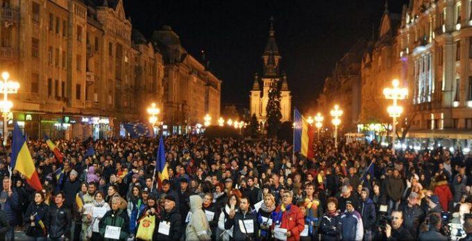 Mii de persoane au protestat în diferite orașe față de măsurile fiscale și proiectele de modificare a legilor justiției