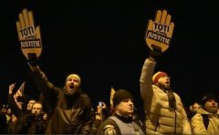Mii de persoane au protestat în mai multe oraşe ale ţării împotriva modificării legilor Justiţiei (grupaj)