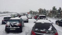 Mii de persoane au rămas blocate în maşini din cauza ninsorilor care au afectat centrul Spaniei