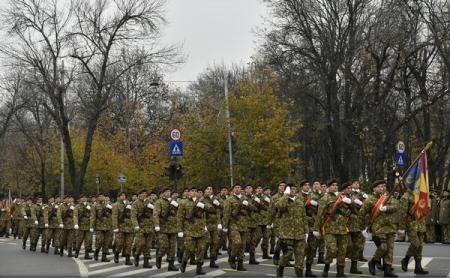 Militari din țări aliate sau partenere, aeronave, tehnică militară de luptă și armament - la parada de 1 Decembrie