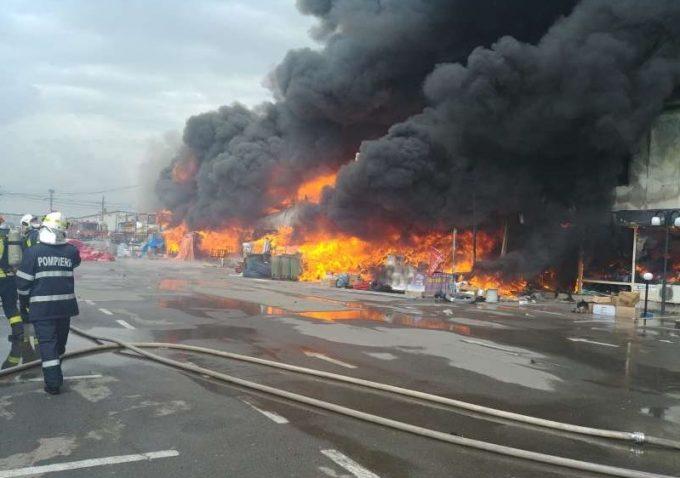 Ministerul Mediului: Declarații despre incendiul izbucnit la un centru comercial din comuna Afumaţi