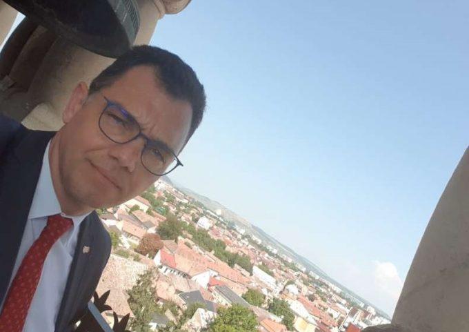 """Mureş: Concursul """"Selfie cu un Monument"""", susţinut de ministrul pentru Mediul de Afaceri, Comerţ şi Antreprenoriat"""