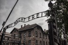 Mureş: Lecţia Holocaustului se adresează tinerilor, afirmă liderul comunităţii evreieşti din Târgu Mureş