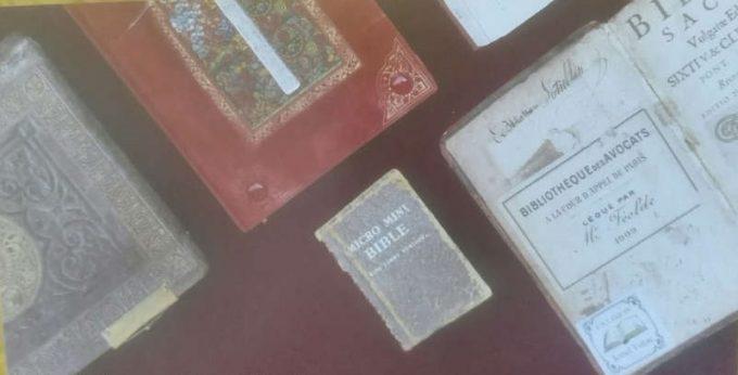 Muzeul Bibliei la Timișoara: Expoziție cu ''geamăna'' celei mai mici biblii din lume, duse pe Lună