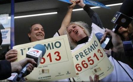 """Numărul 66.513, câștigător al marelui premiu al Loteriei de Crăciun """"El Gordo"""" din Spania"""