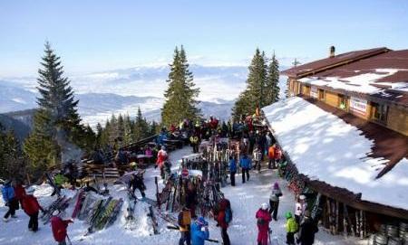 Numărul turiștilor ce au ales destinații în România va depăși 12 milioane în 2017, valoare ce nu a mai a fost atinsă din 1990