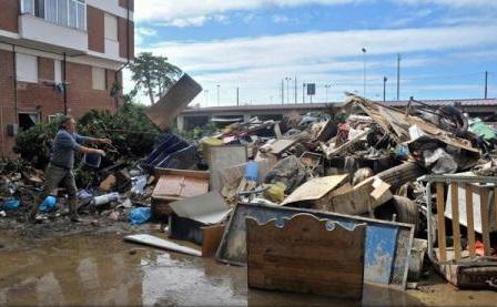 Numărul victimelor provocate de inundațiile înregistrate peste weekend în Toscana a crescut la nouă