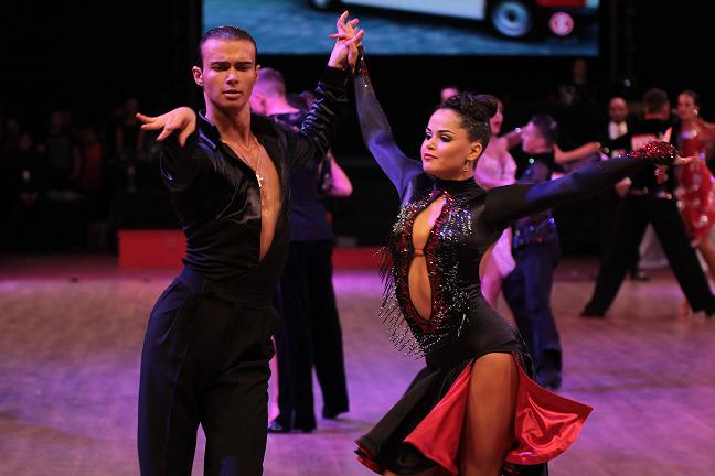 Numeroase-medalii-europene-obținute-de-dansatorii-sportivi-români-la-Cambrils-în-Spania-24-26-martie-3