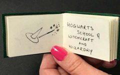 """O carte """"Harry Potter"""" în miniatură, cu o valoare estimată la circa 150.000 de lire, scoasă la licitaţie"""