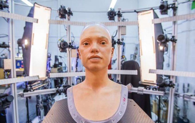 VIDEO: O expoziţie cu lucrări de artă realizate de un robot umanoid va fi inaugurată în Marea Britanie