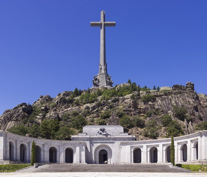 O nepoată a lui Franco a proferat un blestem la adresa guvernului spaniol, în timpul exhumării bunicului său (presă)