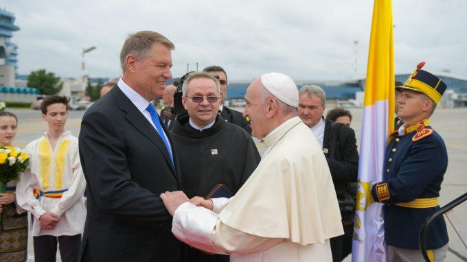 Papa în România/ Suveranul Pontif, primit la Palatul Cotroceni cu onoruri militare