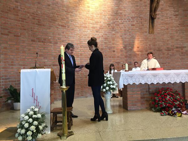 La asistencia del embajador rumano a la Misa de Pascua oficiada en la Capellanía Romano-Católica rumana de Madrid