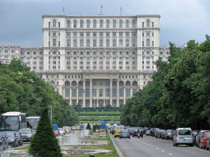 Partidele de opoziţie au depus la Parlament proiectul de modificare a Constituţiei