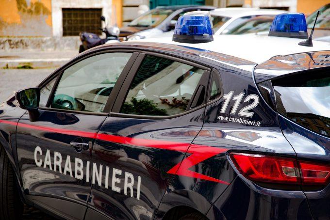 Poliţia italiană a confiscat peste 1.600 de maşini folosite de un grup de români pentru a jefui oameni pe stradă
