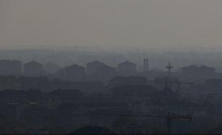 """Poluare atmosferică: O hartă interactivă permite observarea în timp real a """"ucigașului invizibil"""" din aer"""