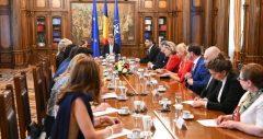 Preşedintele Iohannis s-a întâlnit cu un grup de români care ocupă funcţii publice în ţările de reşedinţă