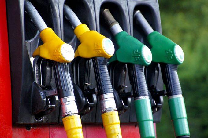 Preţul benzinei în România, mai mare decât media europeană în luna martie