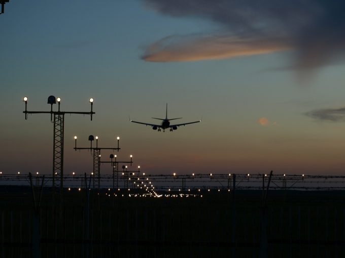 Procurorii din Gorj au deschis un dosar penal în cazul copiilor blocaţi pe aeroporturi din străinătate
