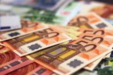 Proiect Lege: Românii din străinătate, obligaţi să justifice sume trimise în ţară de peste 2.000 euro