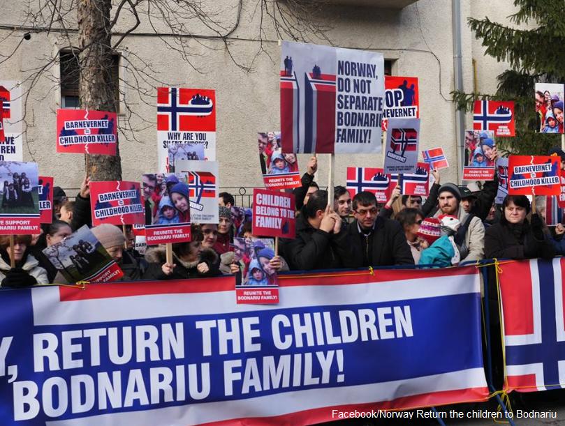 Protest în fața ambasadei Norvegiei la București pentru susținerea familiei Bodnariu, ai cărei copii au fost luați de statul norvegian. Părinții sunt acuzați de îndoctrinare creștină