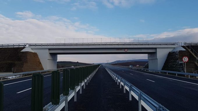 Raport 2018 România: Reţeaua de autostrăzi, trafic aerian, trafic feroviar și transport public