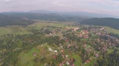 VIDEO: Regizorul Corneliu Țepeluș dedică un film de prezentare a unei localități memoriei lui Ioan Gyuri Pascu. Despre ce localitate este vorba?
