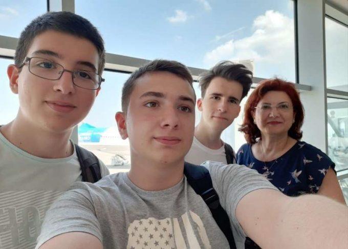 Robotică: Trei liceeni români au obţinut o medalie de aur şi una de argint la Olimpiada Geniilor în SUA