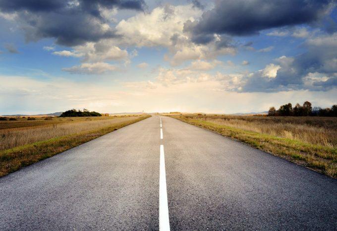 România avea anul trecut 823 kilometri de autostrăzi şi 28.247 de kilometri de drumuri pietruite şi de pământ (INS)
