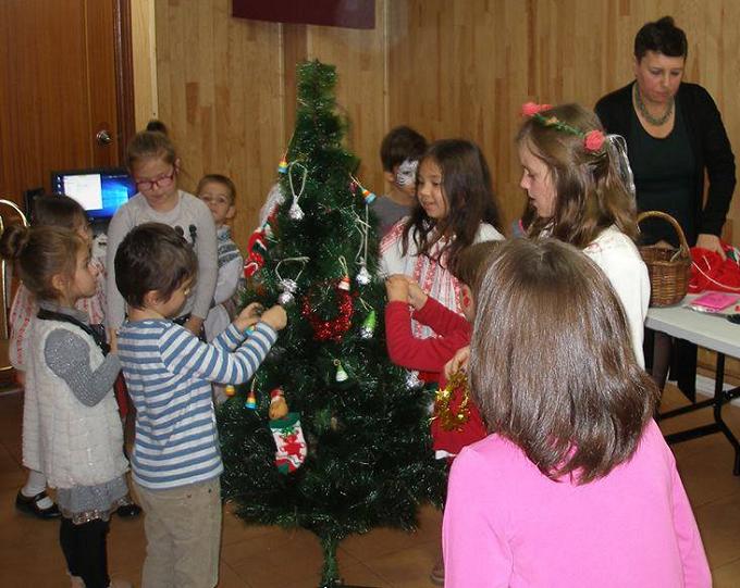 VIDEO: Sărbători de iarnă românești prezentate într-un eveniment pentru copiii români din Arganda del Rey