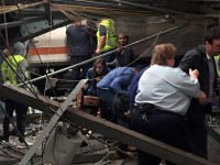 VIDEO SUA: Cel puțin trei morți și peste 100 de răniți în accidentul de tren din New Jersey