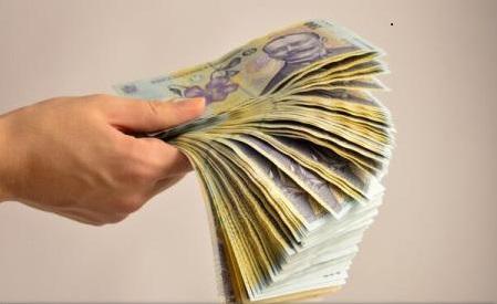 Salariul minim pe economie va fi de 2.000 de lei în 2018; cei cu studii superioare vor avea 2.300 de lei (program de guvernare)