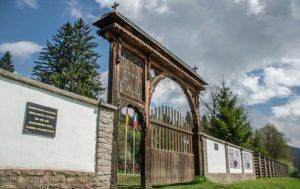 Se solicită intervenţia preşedintelui României în conflictul Cimitirului Internaţional din Valea Uzului