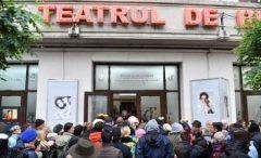 """Sicriul cu trupul neînsuflețit al actriței Stela Popescu a fost adus la Teatrul de Revistă """"Constantin Tănase"""""""