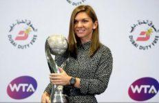 VIDEO: Simona Halep a primit trofeul de lider mondial WTA la final de an, a 13-a jucătoare care termină anul pe primul loc în clasamentul WTA