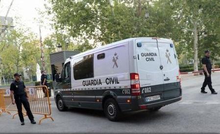 Spania: Suspecții de atentatele din Catalonia au sosit la tribunal (AFP TV)