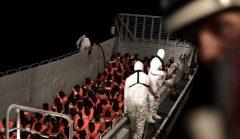 Spania s-a oferit să primească nava cu 629 de migranţi salvaţi în Marea Mediterană