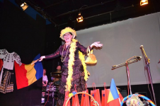 """Supranumită """"Chirița din Diaspora"""", Elena Agapi cucerește românii din Italia cu un personaj inedit"""