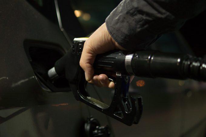 Taxele pentru carburanţi din România ajung, în medie, la 50% din preţul total